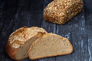 backaldrin, Urkornkonzentrat, Brot, angeschnitten
